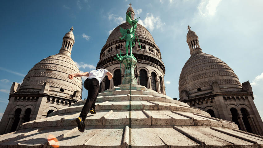 Le collectif Hit the Road sur les toits de Montmartre